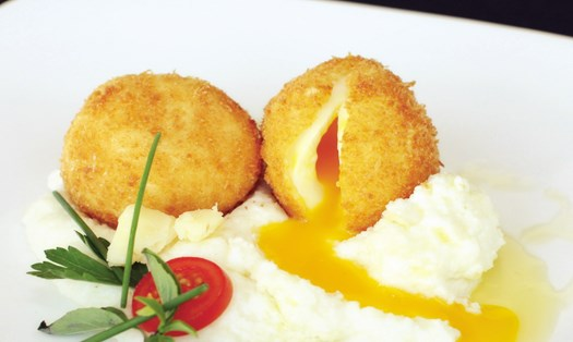 Deep-fried Egg with Aged White Cheddar Grits
